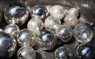 Bulbs silver